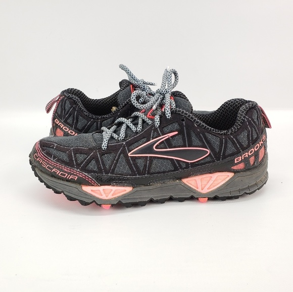 Cascadia 8 Womens Size 65 Trail Running
